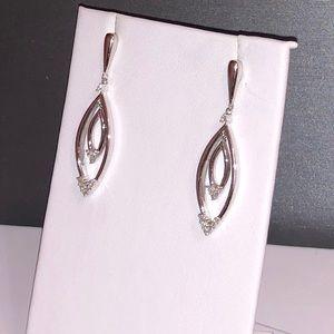 NWOT .42ctw natural diamond dangle earrings